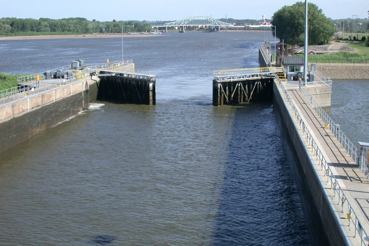https://umwa.net/wp-content/uploads/2019/11/Lock-and-Dam-2-at-Hastings.-Lock-is-opening-to-float-our-vessel-headed-downriver.-Bridge-in-background-has-been-replaced-1200x800.jpg